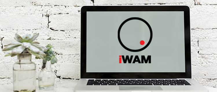 ordinateur avec logo iWAM